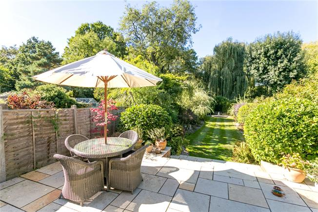Guide Price £599,995, 3 Bedroom Detached House For Sale in Holyport, SL6