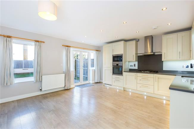 Guide Price £550,000, 3 Bedroom Terraced House For Sale in Maidenhead, SL6