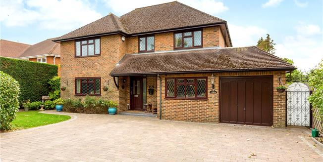 Guide Price £935,000, 4 Bedroom Detached House For Sale in Burnham, SL1