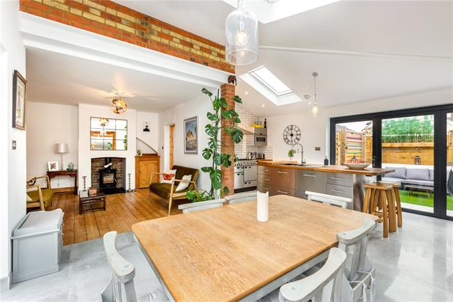 Guide Price £450,000, 2 Bedroom End of Terrace House For Sale in Maidenhead, SL6