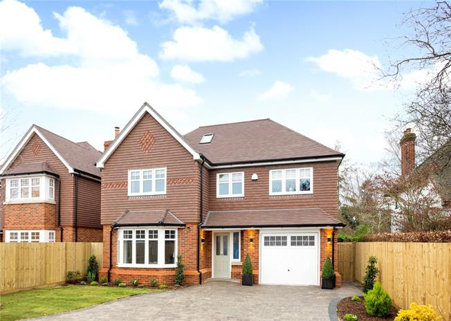 Asking Price £1,195,000, 5 Bedroom Detached House For Sale in Berkshire, SL6
