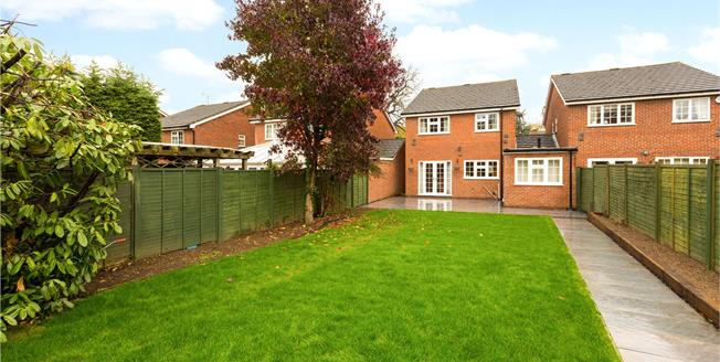 Guide Price £700,000, 4 Bedroom Detached House For Sale in Maidenhead, SL6