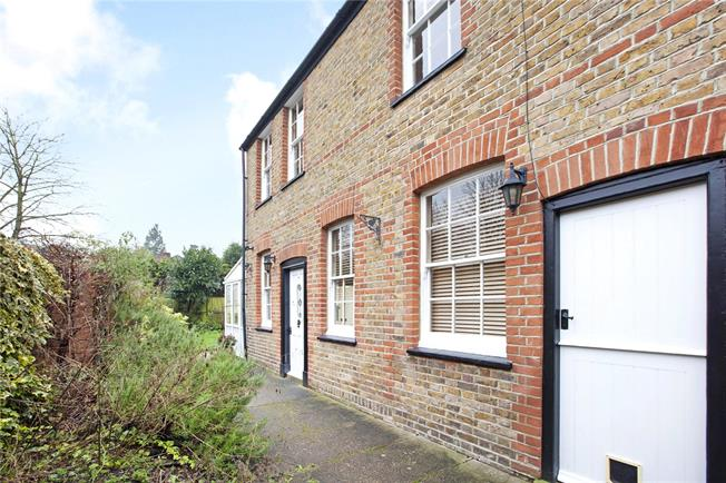 Guide Price £465,000, 2 Bedroom House For Sale in Maidenhead, SL6