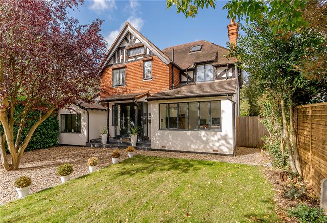 Guide Price £1,350,000, 6 Bedroom Detached House For Sale in Maidenhead, SL6