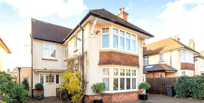 Guide Price £850,000, 4 Bedroom Detached House For Sale in Maidenhead, SL6