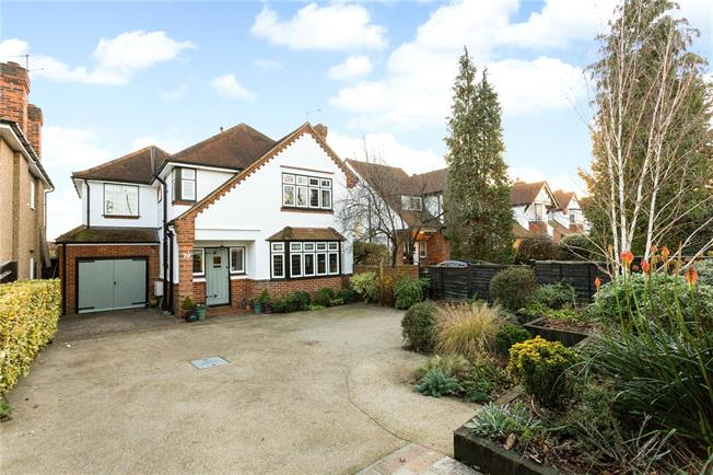 Guide Price £850,000, 4 Bedroom Detached House For Sale in Berkshire, SL6