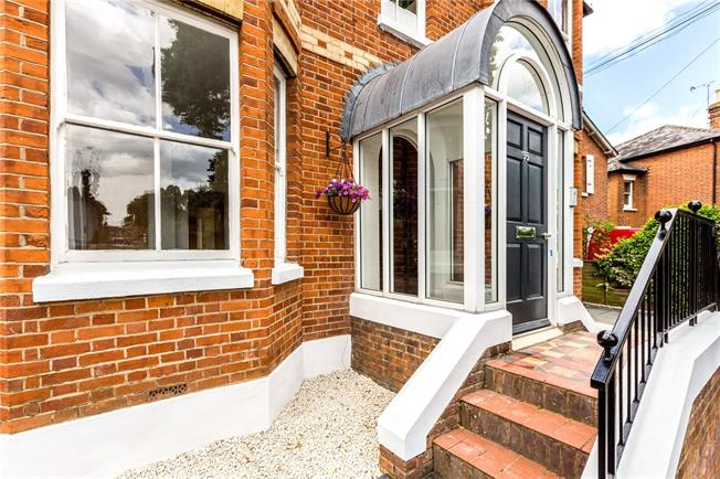 Asking Price £299,950, 2 Bedroom Flat For Sale in Maidenhead, SL6