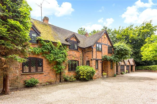 Guide Price £1,895,000, 4 Bedroom Detached House For Sale in Burchetts Green, SL6