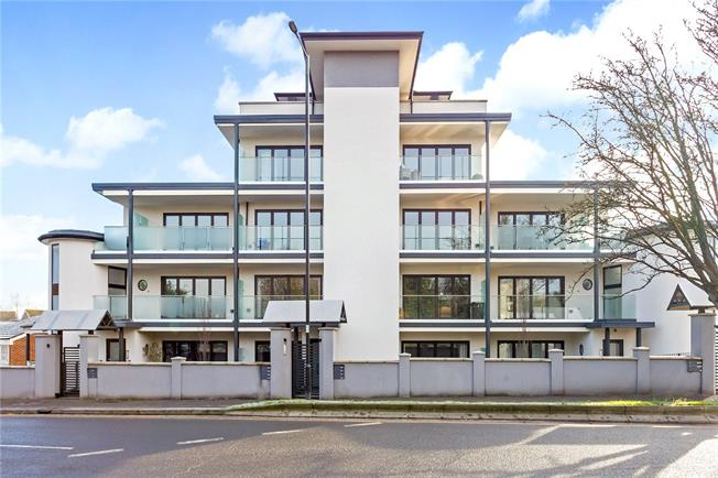 Asking Price £475,000, 2 Bedroom Flat For Sale in Maidenhead, Berkshire, SL6