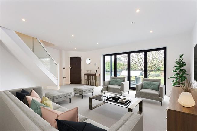 Asking Price £495,000, 2 Bedroom Flat For Sale in Maidenhead, Berkshire, SL6