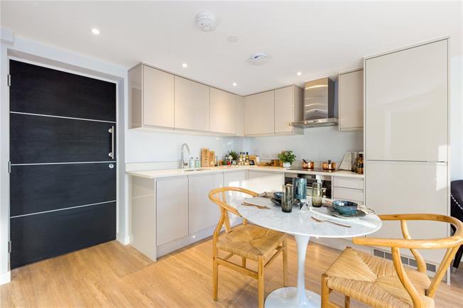 Asking Price £285,000, 1 Bedroom Flat For Sale in Maidenhead, Berkshire, SL6