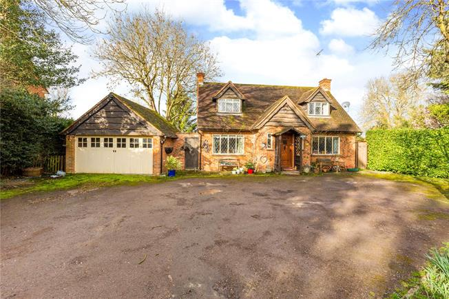 Guide Price £1,250,000, 3 Bedroom Detached House For Sale in Maidenhead, Berkshire, SL6