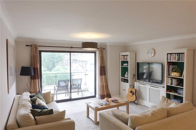 Offers in excess of £425,000, 2 Bedroom Flat For Sale in Maidenhead, Berkshire, SL6