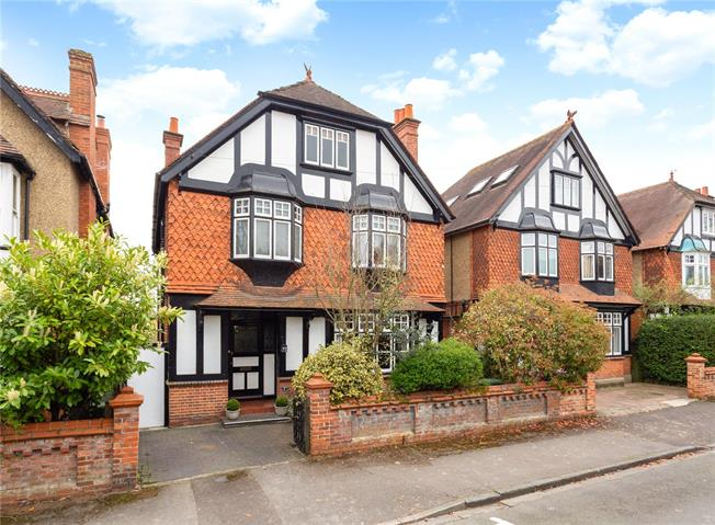 Guide Price £1,200,000, 5 Bedroom Detached House For Sale in Maidenhead, SL6