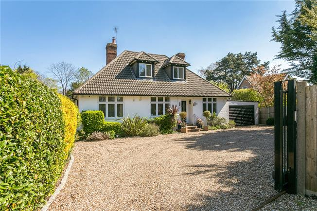 Guide Price £1,395,000, 4 Bedroom Detached House For Sale in Maidenhead, SL6