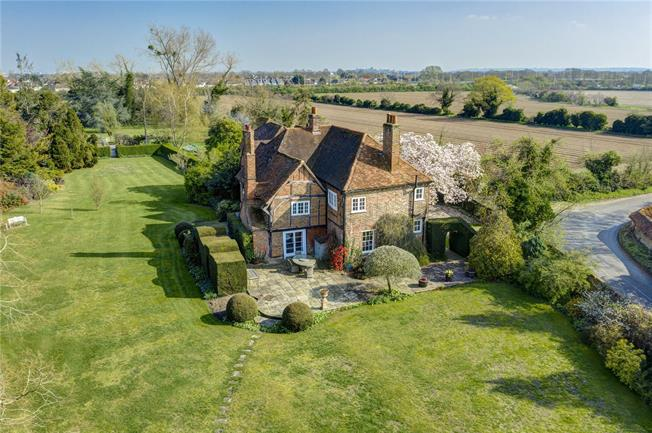 Guide Price £1,895,000, 6 Bedroom Detached House For Sale in Maidenhead, SL6