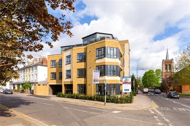 Asking Price £345,000, 2 Bedroom Flat For Sale in Maidenhead, Berkshire, SL6