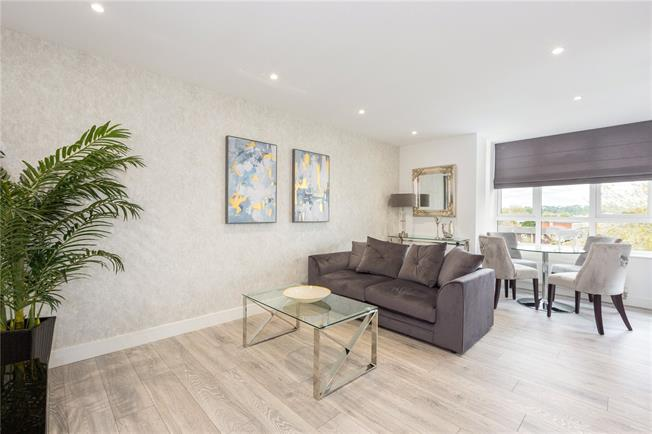 Asking Price £435,000, 2 Bedroom Flat For Sale in Maidenhead, SL6
