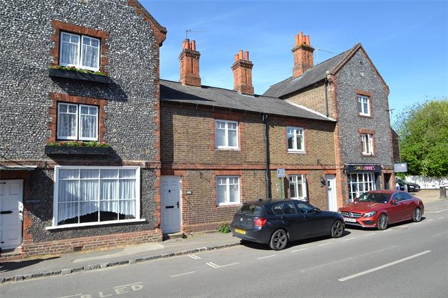 Guide Price £485,000, 2 Bedroom Terraced House For Sale in Cookham, SL6