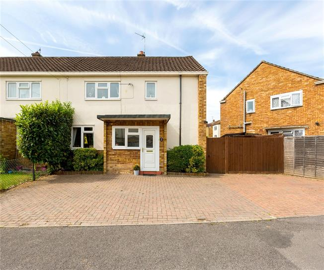 Guide Price £395,000, 3 Bedroom Semi Detached House For Sale in Maidenhead, SL6