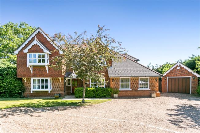 Guide Price £1,195,000, 5 Bedroom Detached House For Sale in Berkshire, SL6