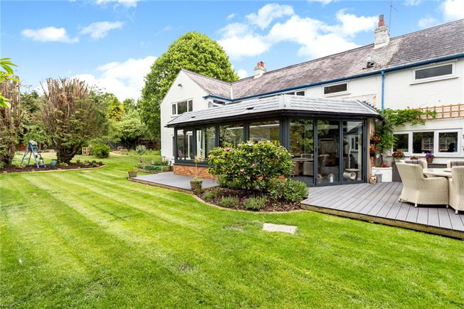 Guide Price £1,250,000, 5 Bedroom Detached House For Sale in Buckinghamshire, SL1
