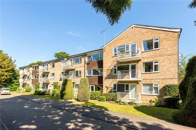 Guide Price £365,000, 3 Bedroom Flat For Sale in Berkshire, SL6