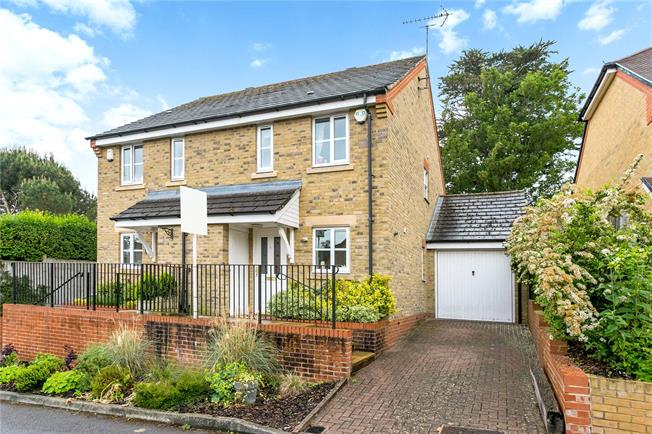Guide Price £515,000, 2 Bedroom Semi Detached House For Sale in Cookham, SL6