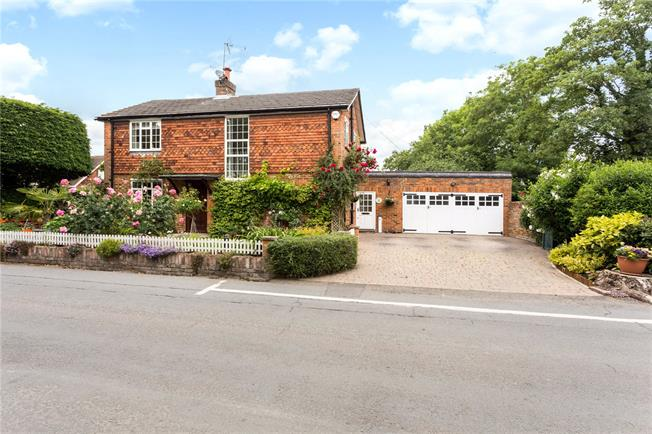 Guide Price £985,000, 3 Bedroom Detached House For Sale in Maidenhead, Berkshire, SL6