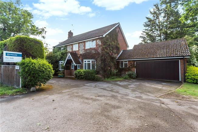 Guide Price £850,000, 4 Bedroom Detached House For Sale in Maidenhead, Berkshire, SL6