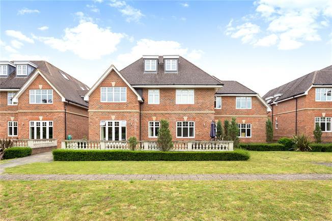 Guide Price £400,000, 2 Bedroom Flat For Sale in Maidenhead, Berkshire, SL6