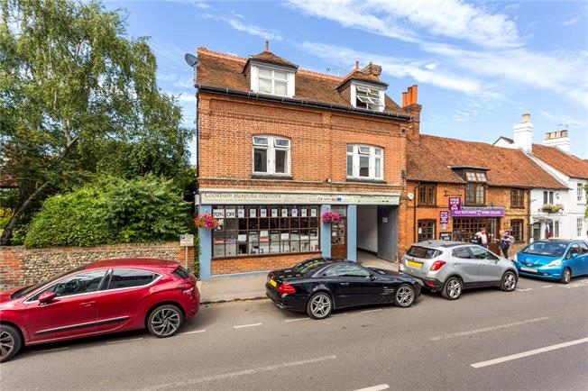 Guide Price £325,000, 2 Bedroom Flat For Sale in Cookham, SL6