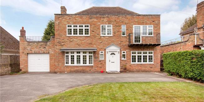 Guide Price £1,195,000, 4 Bedroom Detached House For Sale in Maidenhead, SL6