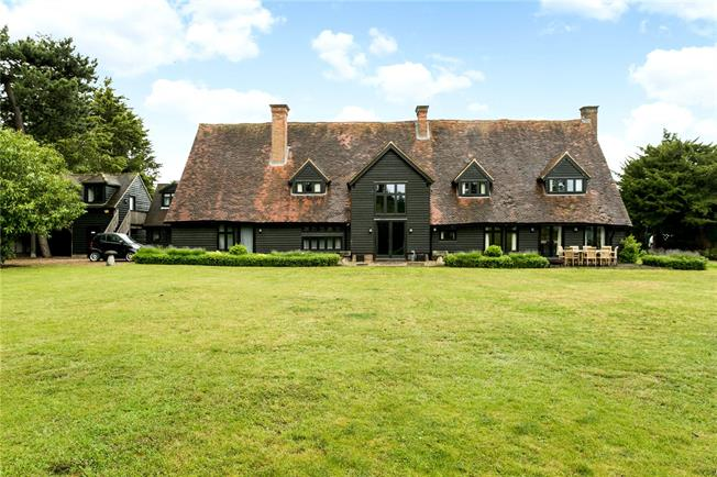 Guide Price £1,850,000, 6 Bedroom Detached House For Sale in Taplow, SL6