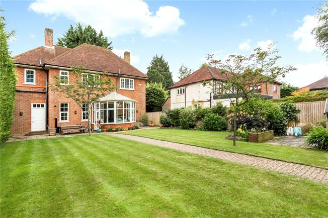 Guide Price £1,000,000, 4 Bedroom Detached House For Sale in Littlewick Green, SL6