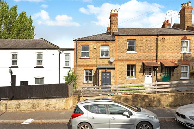 Guide Price £399,950, 3 Bedroom Terraced House For Sale in Maidenhead, SL6