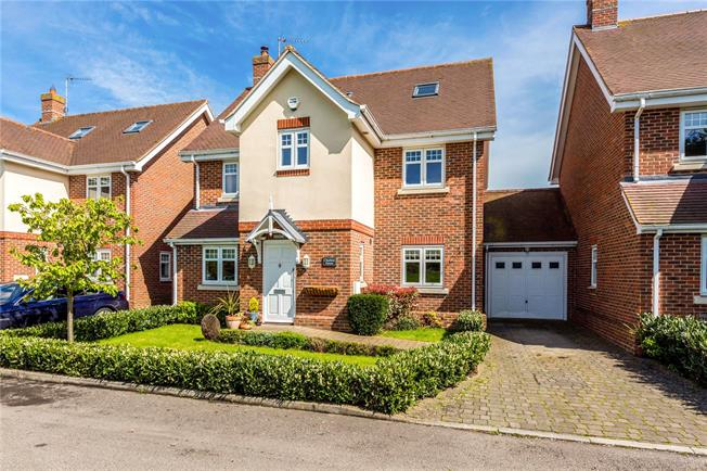 Guide Price £695,000, 5 Bedroom Detached House For Sale in Maidenhead, SL6