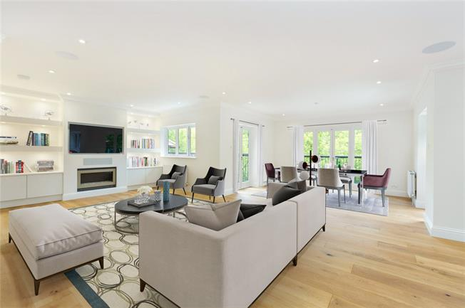 Guide Price £750,000, 3 Bedroom Flat For Sale in Maidenhead, SL6