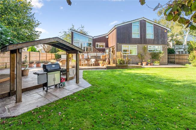 Guide Price £1,495,000, 4 Bedroom Detached House For Sale in Maidenhead, SL6