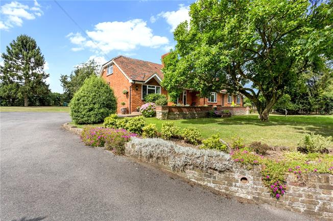 Guide Price £1,000,000, 6 Bedroom Detached House For Sale in Burnham, SL1