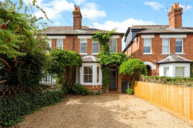 Guide Price £650,000, 3 Bedroom Semi Detached House For Sale in Maidenhead, SL6