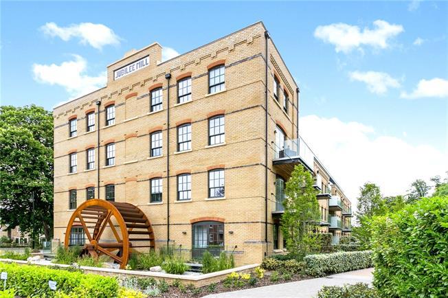 Asking Price £499,950, 2 Bedroom Flat For Sale in Taplow, SL6