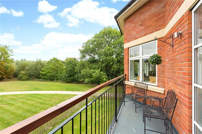 Guide Price £375,000, 1 Bedroom Flat For Sale in Taplow, SL6