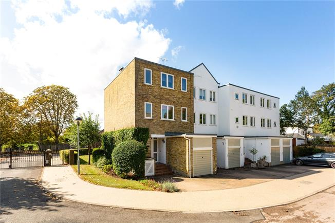 Guide Price £595,000, 3 Bedroom Semi Detached House For Sale in Bray, SL6