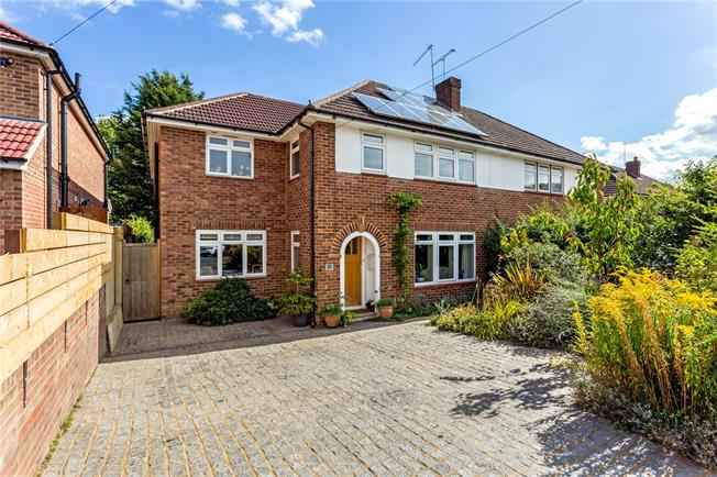 Guide Price £750,000, 4 Bedroom Semi Detached House For Sale in Cookham, SL6