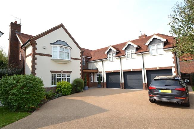 Guide Price £1,395,000, 5 Bedroom Detached House For Sale in Maidenhead, SL6