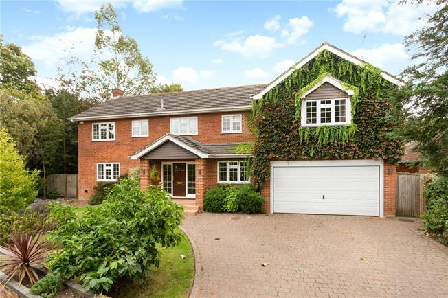 Guide Price £1,195,000, 5 Bedroom Detached House For Sale in Maidenhead, SL6
