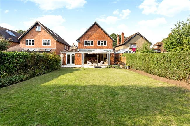 Guide Price £850,000, 5 Bedroom Detached House For Sale in Maidenhead, SL6