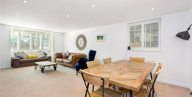 Guide Price £350,000, 2 Bedroom Flat For Sale in Maidenhead, SL6