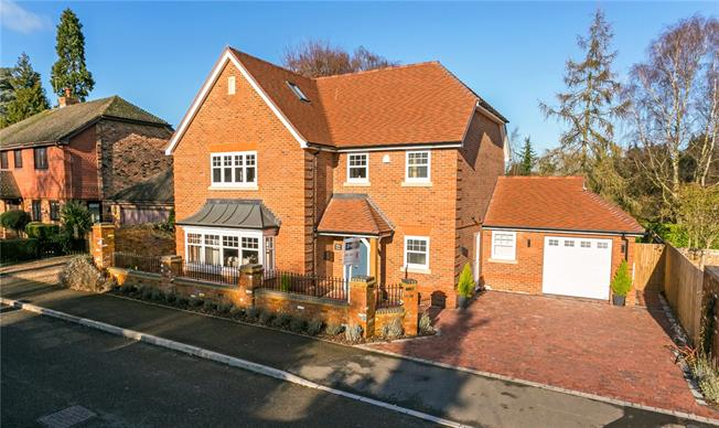 Asking Price £1,295,000, 5 Bedroom Detached House For Sale in Berkshire, SL6